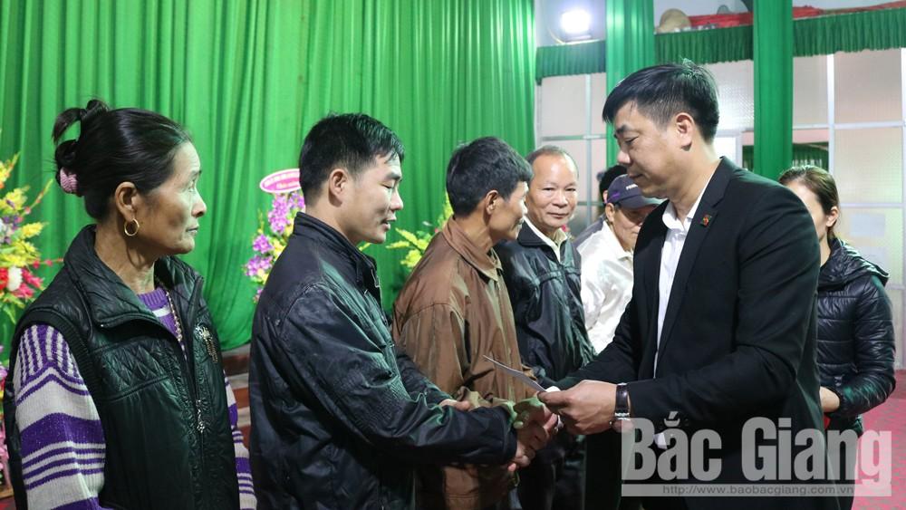 Agribank Sơn Động trao quà Tết cho người nghèo