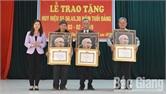172 đảng viên được trao Huy hiệu đảng dịp 3-2
