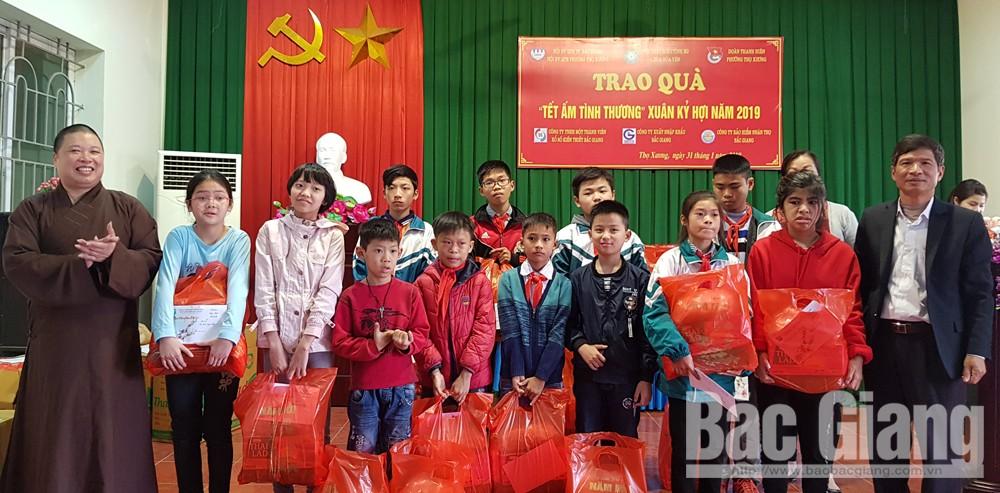 Trao 110 suất quà Tết cho người già cô đơn, trẻ em hoàn cảnh khó khăn TP Bắc Giang, chùa Hoà Yên