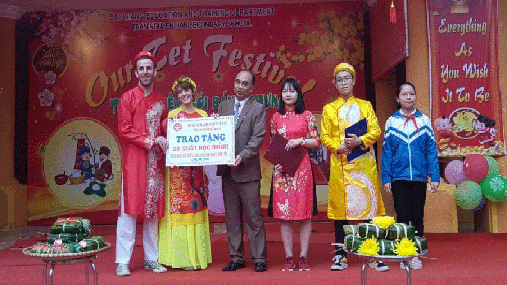 English festival, Our Tet Holiday, Tran Nguyen Han Secondary School, Bac Giang province,  Chung cake, Tet occasion, Ring the golden bell