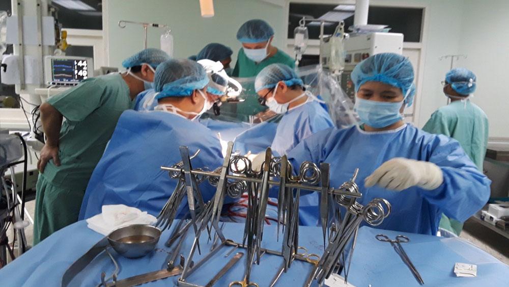 Bệnh viện Trung ương Huế thực hiện thành công ca ghép tim xuyên Việt lần thứ 3