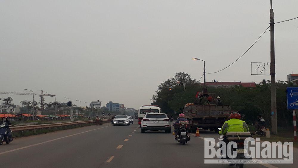 Lạng Giang: Đèn đường hoạt động giữa ban ngày
