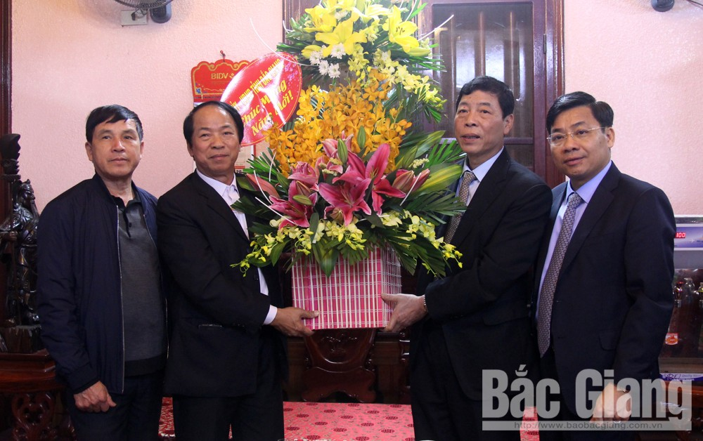 Secretary of provincial Party Committee Bui Van Hai pays pre-Tet visits to businesses