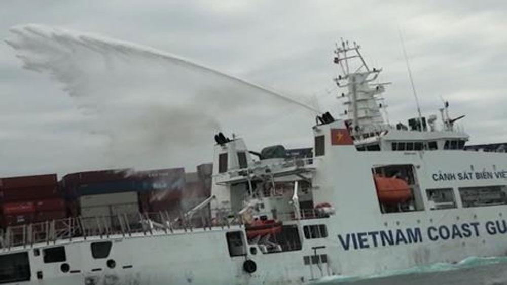 Tập trung cứu hộ tàu nước ngoài chở hàng bị cháy ngoài khơi vùng biển Ninh Thuận