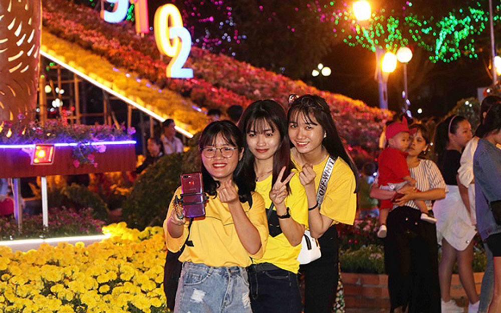 Various activities, celebrate Tet, Party founding anniversary, Lunar New Year,  89th founding anniversary, intertwining artistic technologies, colorful lights.