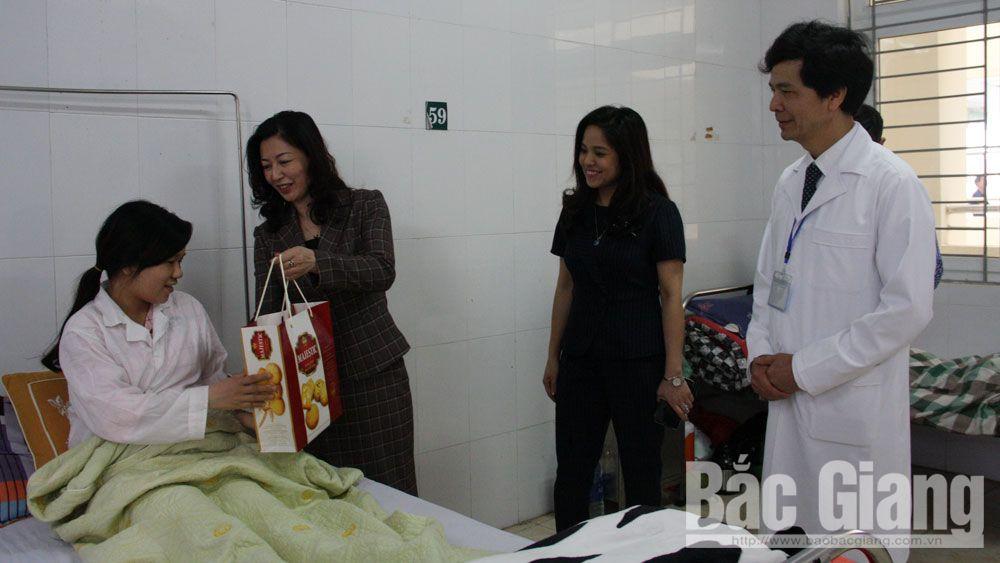 Các đồng chí lãnh đạo tỉnh thăm, chúc Tết một số bệnh viện