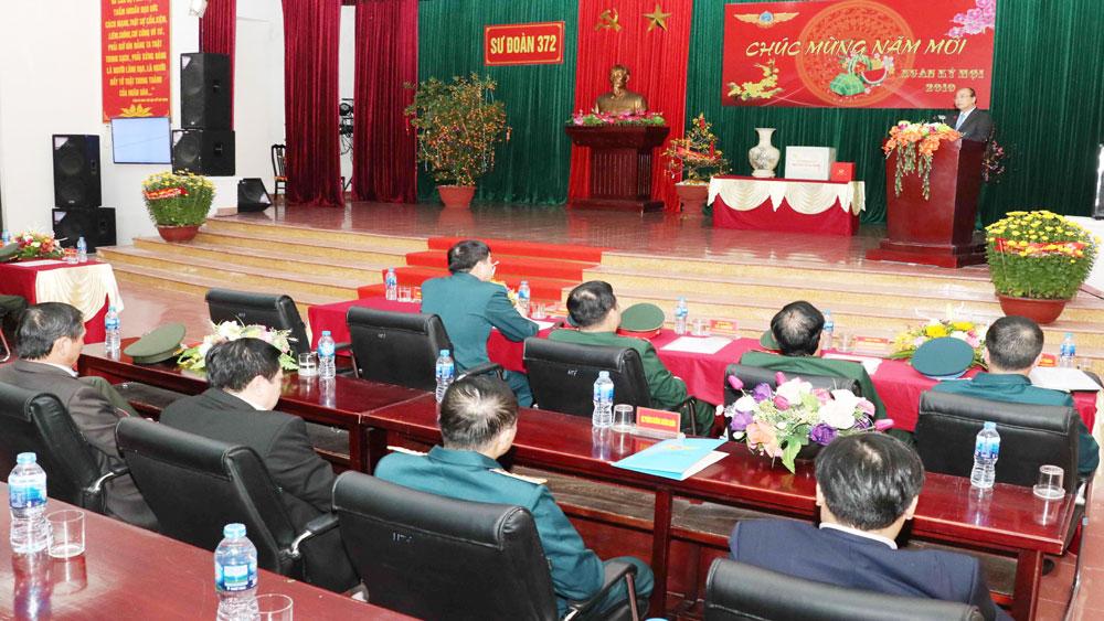 Thủ tướng Nguyễn Xuân Phúc thăm, kiểm tra sẵn sàng chiến đấu tại Sư đoàn Không quân 372
