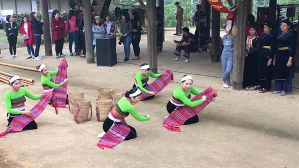 Xoe Thai seeks title of intangible cultural heritage