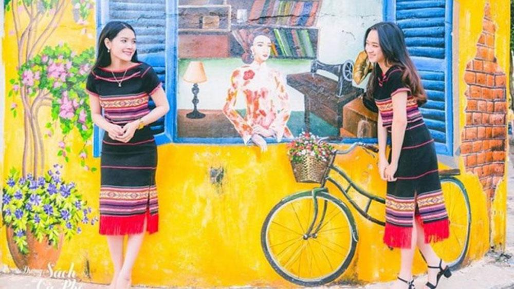 Dak Lak province, Mural Street, highlands visitors, attractive destination, colorful appearance, Ede culture,  folk art, cultural activities