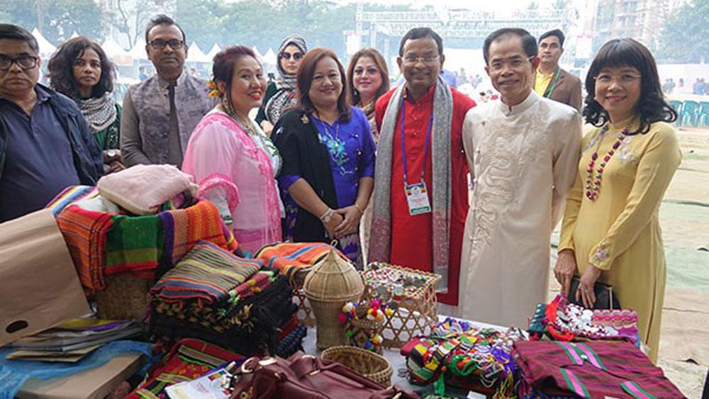 Vietnam's handicrafts, traditional costumes, Bangladesh, Ao dai, traditional long dress, international friends, Vietnamese Embassy