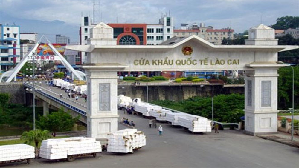Lao Cai int'l border gate busy on Lunar New Year festival