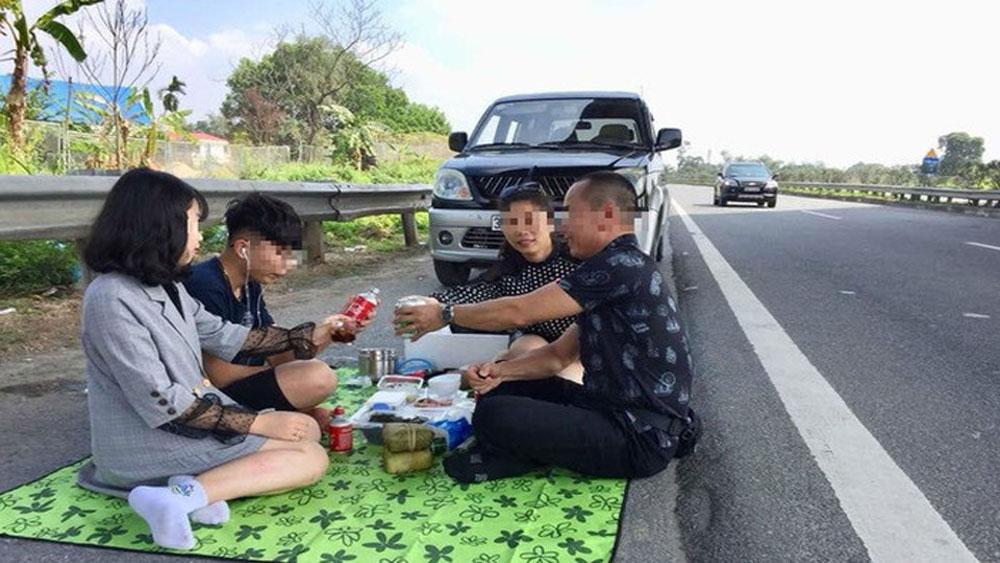 Mở tiệc trên cao tốc, tài xế bị phạt tiền, tước giấy phép lái xe 2 tháng