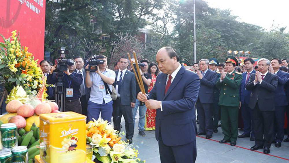 PM, Nguyen Xuan Phuc, offers incense, 230th Dong Da victory anniversary, King Quang Trung,  long-lasting tradition