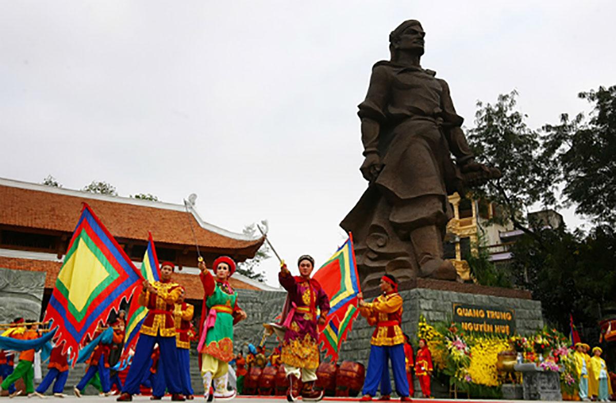 lễ hội xuân, đặc sắc, Việt Nam, hội Lim, bà chúa kho, gò Đống Đa, Yên Tử, đền Trần, chùa Hương