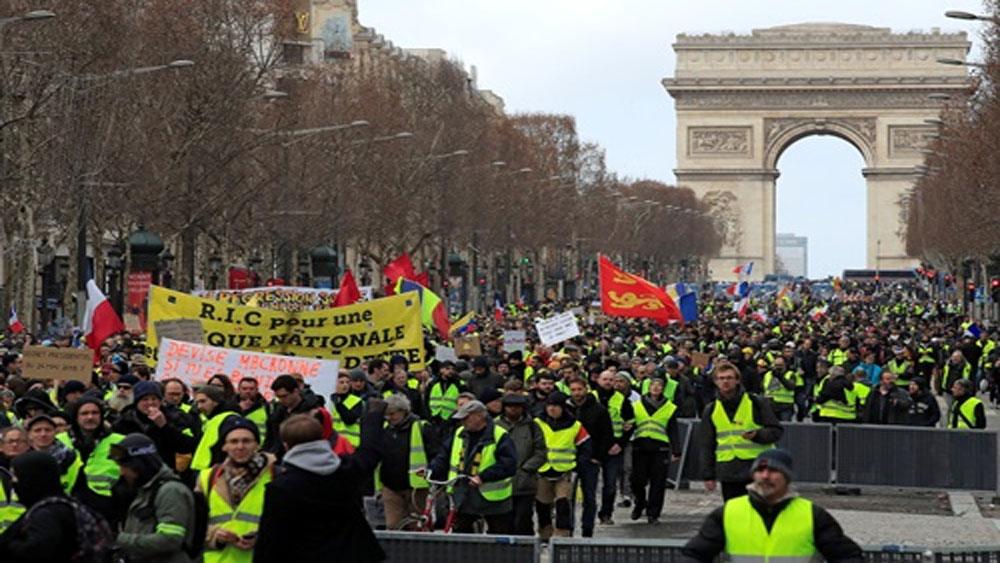 Biểu tình, phe 'áo vàng', bạo động ở Paris