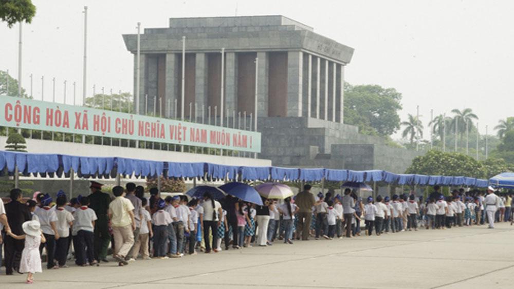 Hơn 47 nghìn lượt người vào Lăng viếng Chủ tịch Hồ Chí Minh dịp Tết Nguyên đán Kỷ Hợi