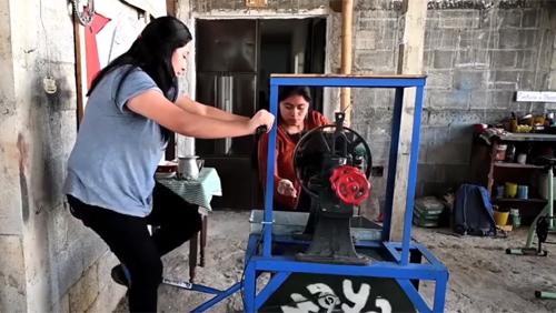 Sáng chế máy móc hỗ trợ lao động từ xe đạp cũ ở Guatamela