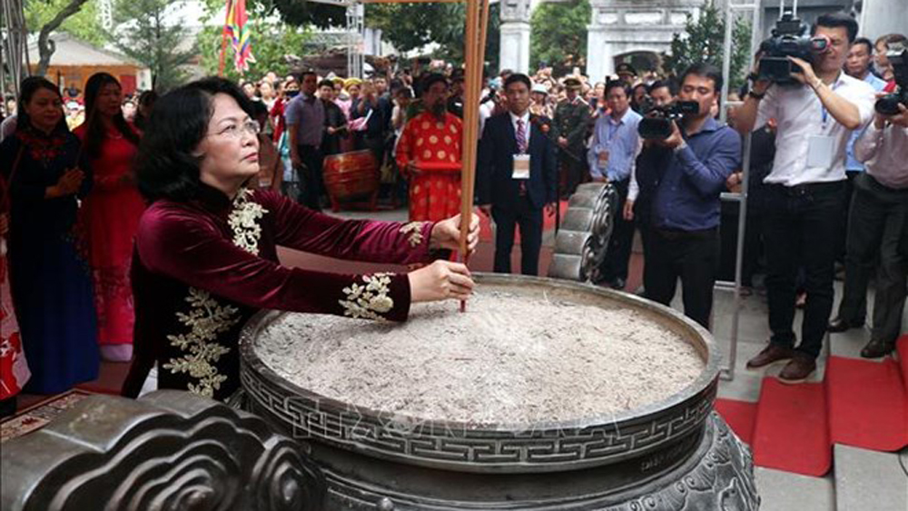 Vice President, Dang Thi Ngoc Thinh, offers incense, commemoration of Trung Sisters, Lunar New Year, special national relic site, national intangible cultural heritage
