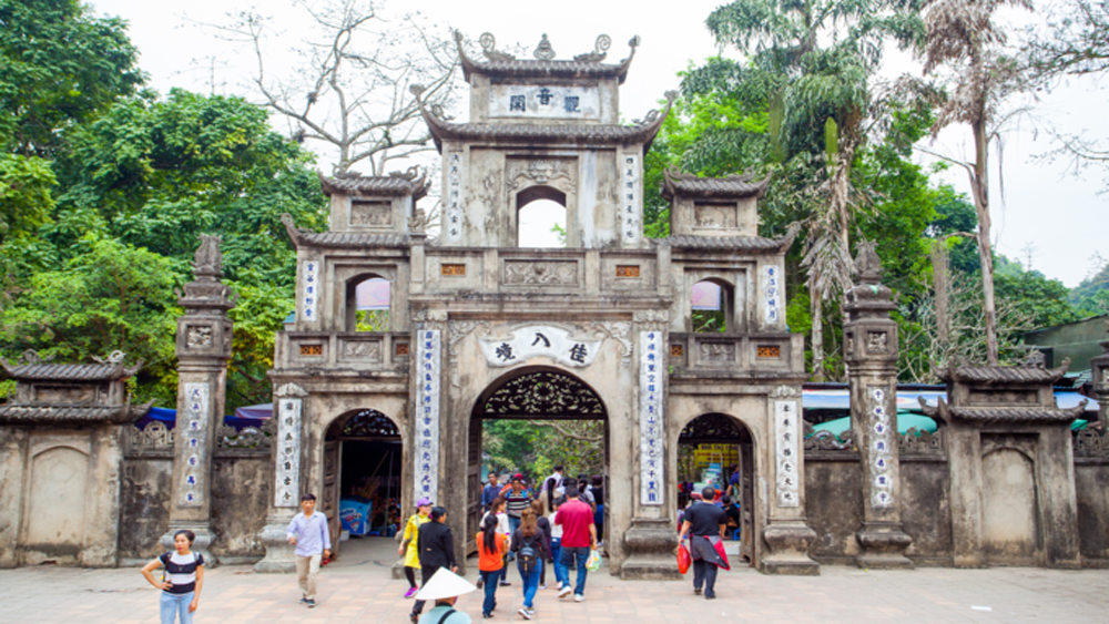 50,000 pilgrims, Huong Pagoda, festival's opening day, Huong Son complex, religious festivals,  Lunar New Year, Thien Tru Pagoda