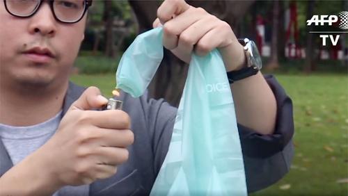 Túi sinh thái có thể phân hủy, hòa tan thành nước uống