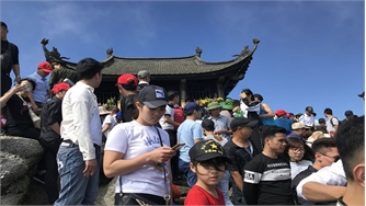 Vận hành cáp treo Tây Yên Tử, khách lên chùa Đồng tăng mạnh