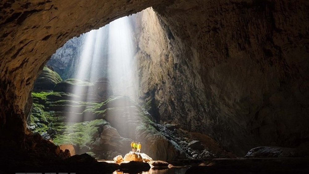 Son Doong Cave, tourists and scientists, Stone formations, most captivating destinations, prestigious travel, Phong Nha-Ke Bang National Park, average income, local tourism services