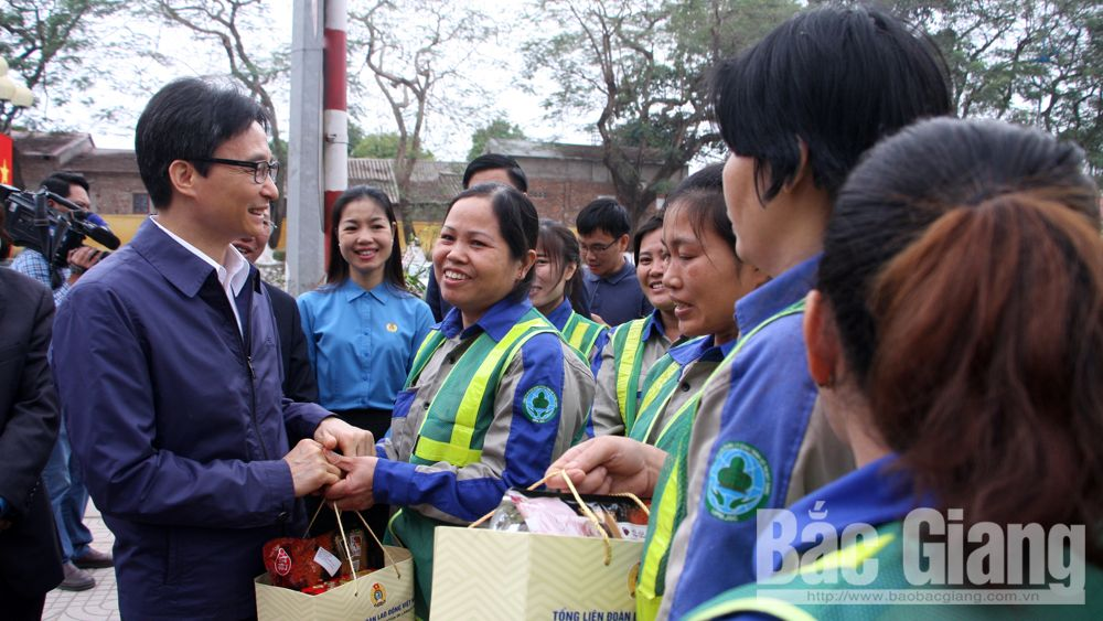 Deputy PM Vu Duc Dam pays visit to Bac Giang's enterprises and laborers after Tet holiday