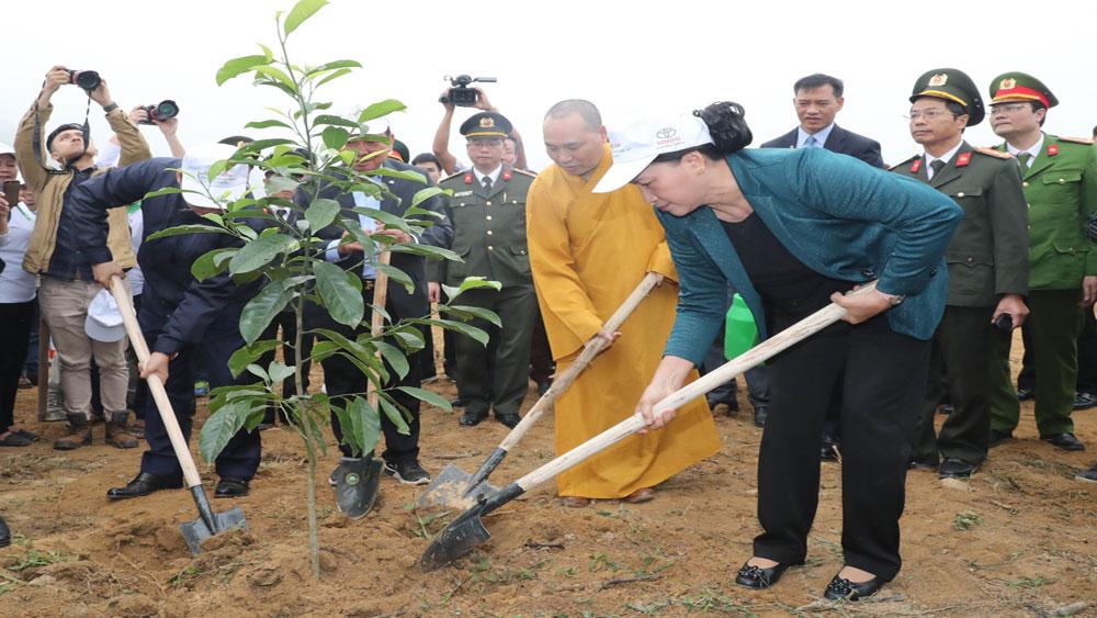Chủ tịch Quốc hội Nguyễn Thị Kim Ngân tham dự Lễ ra quân hưởng ứng Tết trồng cây tại Hòa Bình