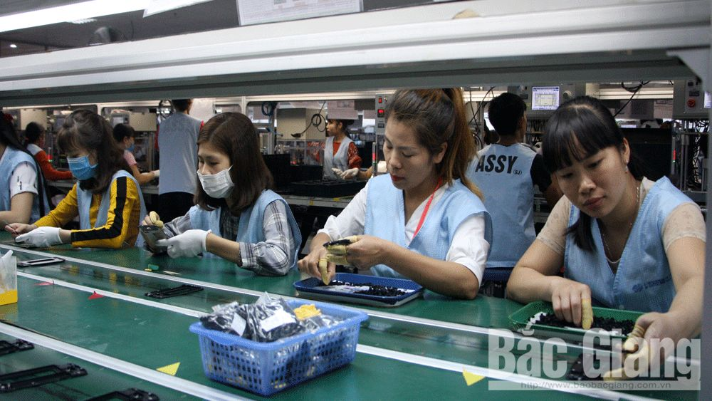 Laborers in industrial zones and clusters resume stable work after Tet