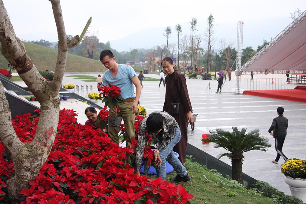 Thảm hoa làm đẹp Khu Du lịch tâm linh - sinh thái Tây Yên Tử
