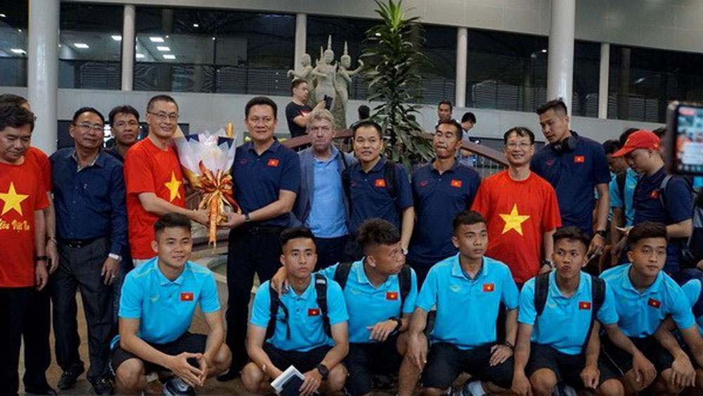 Vietnam's U22 team arrives in Cambodia for regional champs