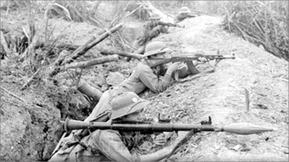 Chiến sĩ Đại đội 3, Tiểu đoàn 1, Đoàn H54 bộ đội địa phương tỉnh Hoàng Liên Sơn dũng cảm giữ chốt, tiêu diệt hàng trăm tên địch trong ngày 17-2-1979