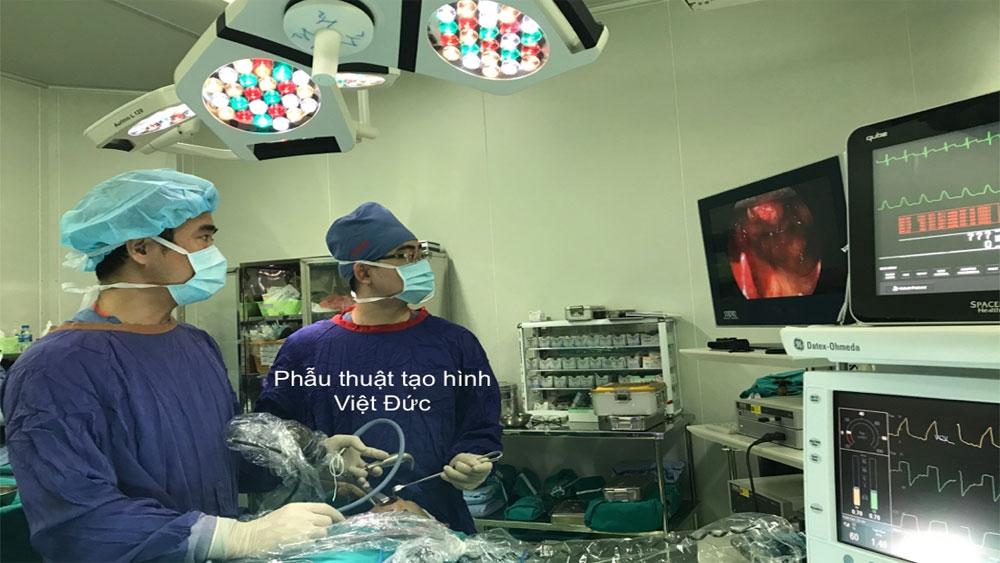 Lần đầu tiên Việt Nam mổ nội soi tái tạo sàn hốc mắt qua đường miệng
