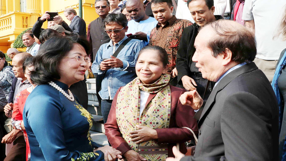 Phó Chủ tịch nước tiếp Đoàn đại biểu dự Hội nghị quốc tế quảng bá văn học Việt Nam lần thứ IV và Liên hoan thơ quốc tế lần thứ III
