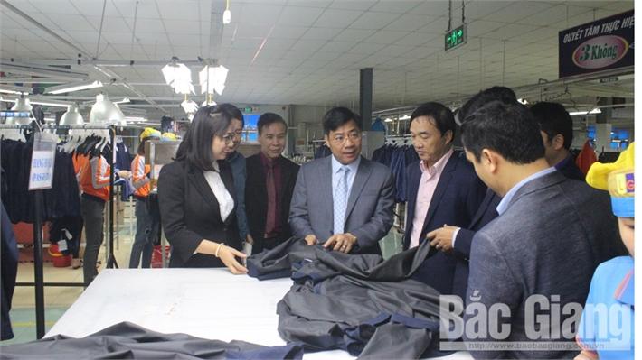 Phó Chủ tịch UBND tỉnh Dương Văn Thái kiểm tra tình hình sản xuất tại một số doanh nghiệp