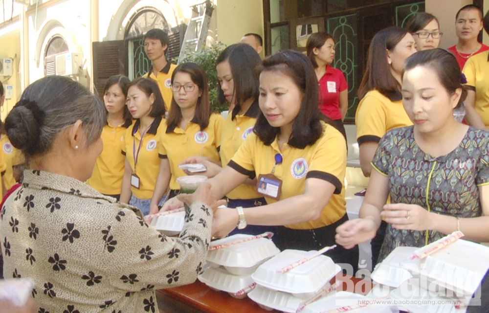 Humane Phuong Hoang Charity Club, Bac Giang province, Yen Dung district, disadvantaged cases, practical deeds, humanitarian spirit, charitable activities