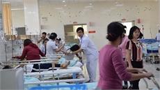Đang cấp cứu hàng chục học sinh nôn ói, đau bụng sau bữa cơm trưa