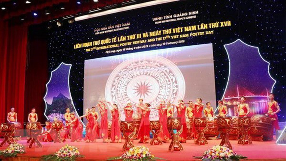 Ha Long poetry night, Vietnamese and foreign delegates, Quang Ninh province, 17th Vietnam Poetry Day, national and international characteristics, sites and landscapes