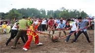 Trò chơi cướp cầu móc ở hội vùng Bảo Lộc Sơn (Tân Yên)