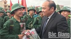 Chủ tịch UBND tỉnh Nguyễn Văn Linh dự lễ giao nhận quân tại huyện Lục Ngạn