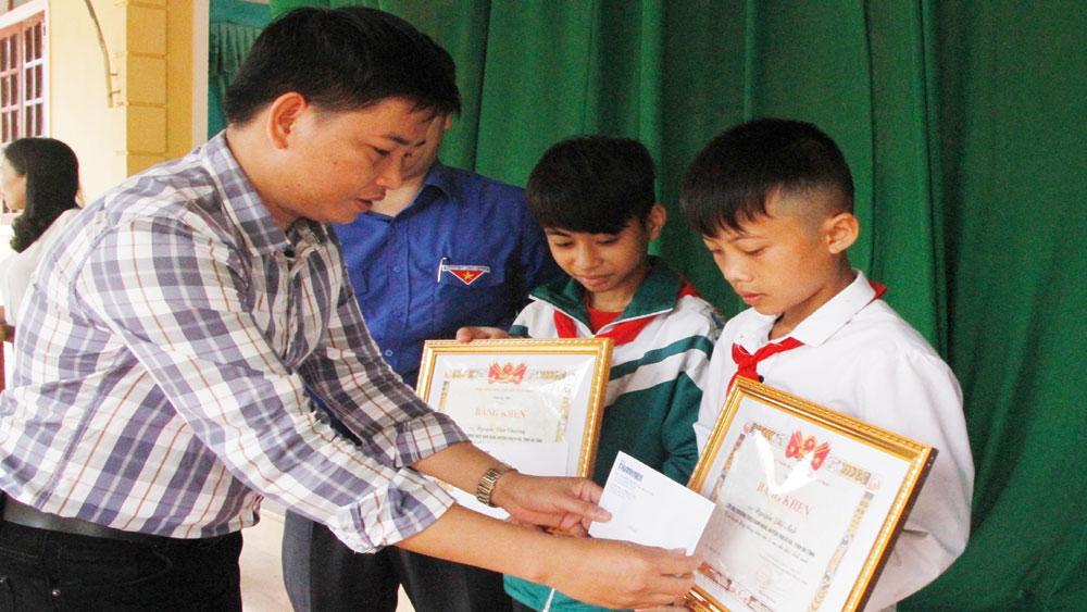 Khen thưởng, hai học sinh dũng cảm cứu người, Nguyễn Văn Chương, Nguyễn Phi Anh, Tỉnh Đoàn Hà Tĩnh