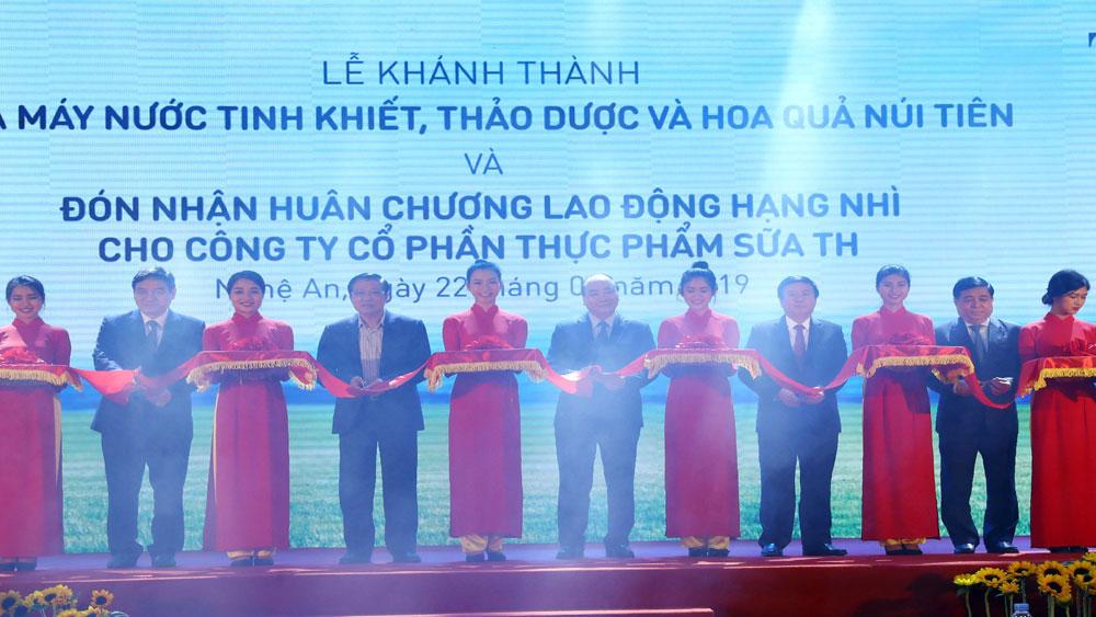 Thủ tướng Nguyễn Xuân Phúc dự Lễ khánh thành Nhà máy sản xuất nước tinh khiết, thảo dược và hoa quả Núi Tiên tại Nghệ An