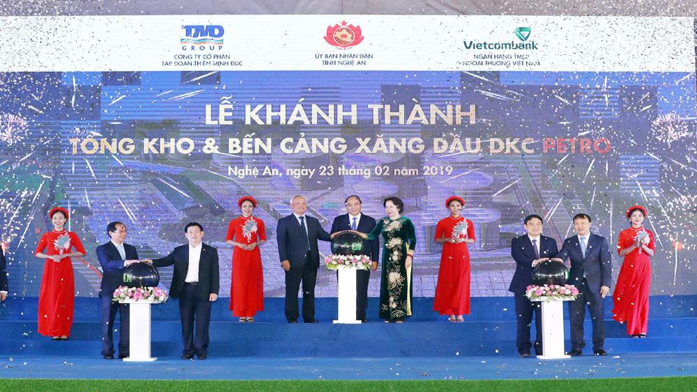 Thủ tướng Chính phủ Nguyễn Xuân Phúc dự khánh thành tổng kho và bến cảng xăng dầu DKC tại Nghệ An