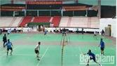 80 VĐV tham gia Giải Cầu lông, quần vợt TP Bắc Giang