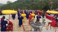 Mỗi ngày, hàng trăm lượt du khách tham quan đền Thần Nông