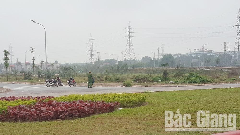 Xung quanh tuyến cao tốc hà Nội- Bắc Giang đều có lực lượng an ninh chốt chặn.