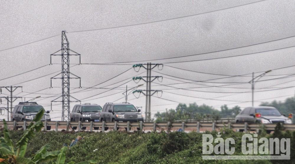 Đoàn xe đi qua địa phận TP Bắc Giang.
