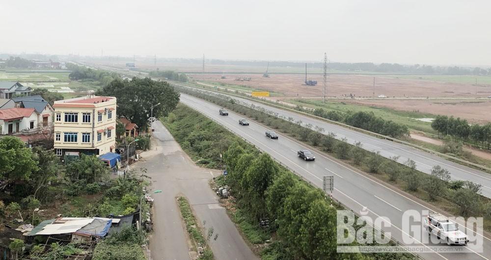 Đoàn xe đi qua cao tốc Hà Nội Bắc Giang, đoạn qua xã Song Khê, TP Bắc Giang.