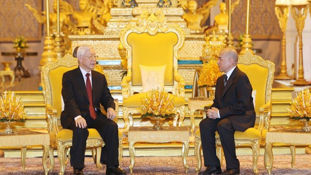 Leader holds talks with Cambodian King
