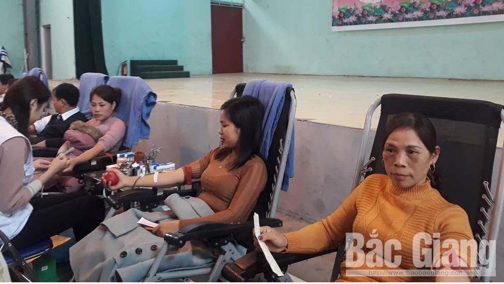 Tiếp nhận 677 đơn vị máu tại Lễ hội Xuân hồng